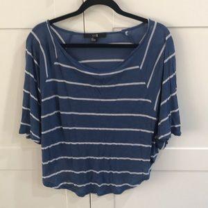 F21 blue and white Flowy circle knit shirt